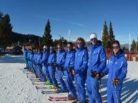 Esquiadores preparados para la