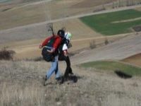corriendo para saltar en parapente