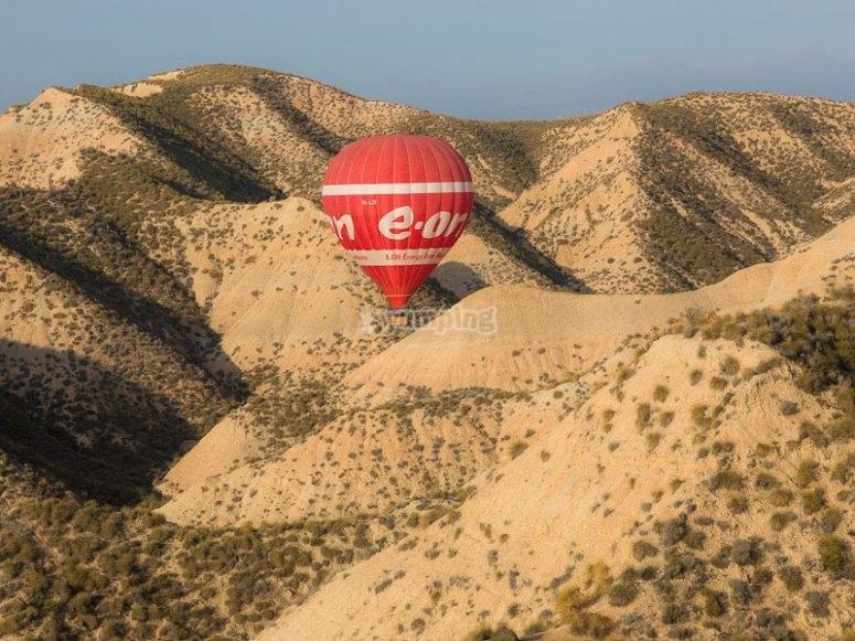 Ven a volar en globo en Guadix