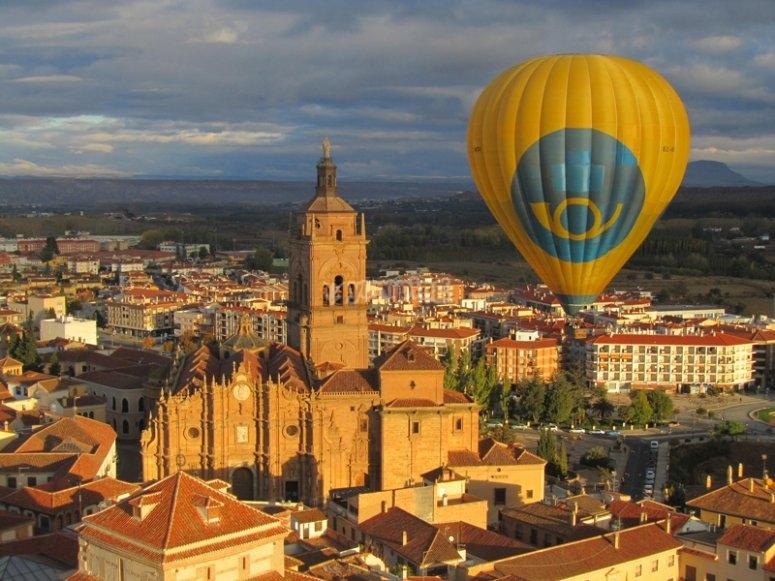 Volando en globo sobre la catedral de Guadix
