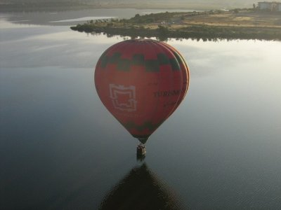 在阿尔科斯-德拉弗龙特拉和早餐的气球飞行