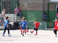 Chiquines jugando al futbol en Las Tablas