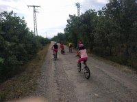 与附近的胡卡小山地自行车路线
