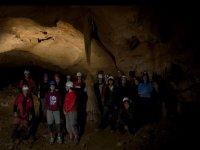 布拉瓦组的洞穴里面的人的朋友里面包围的景观调查山洞