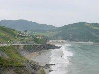vista de un paraje rodeado del mar