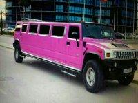 粉红色豪华轿车