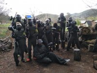 Partida de paintball entre amigos