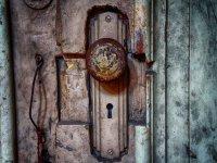 Pomo y cerradura antigua