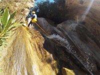 saltare nella cascata del burrone