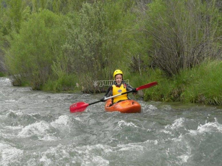 Kayak en los rápidos