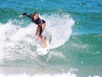学生在天堂般的海滩冲浪Beltxa冲浪冲浪店Beltxa的校友