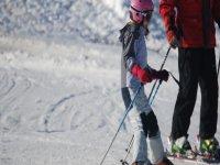 女孩和雪中监控