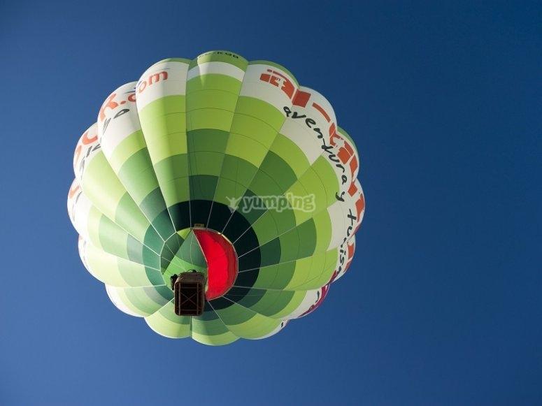 Uno de los globos desde abajo