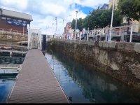 Embarcando en el Puerto Deportivo de Gijon