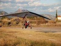 标志天空滑翔降落,并用车轮起飞