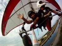 悬挂式滑翔机发射物体