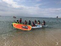 帆板训练营的学生