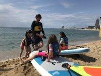 在夏令营学习桨板冲浪