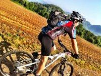 不可思议的风景山地自行车之旅活动brujula