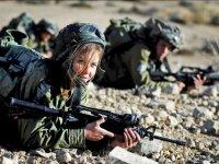 Maniobras en el campamento militar