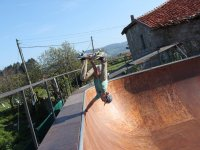Skate stunts in Villaviciosa