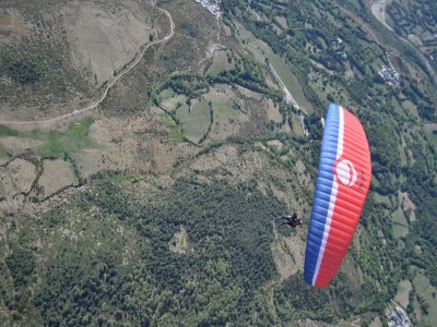 Tandem Paragliding 300 m with transfer Rials 5 min