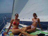 Disfrutando en un velero