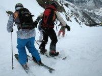 练习滑雪和单板滑雪
