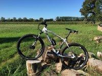 山地自行车坎塔布里亚旅行骑自行车