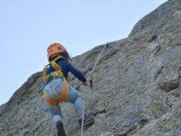拉卡布雷拉孩子攀登escarpines登山