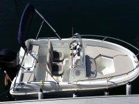 小船不到6米Vigo