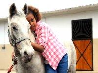 Abrazando al caballo