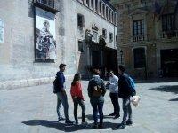 Gruppo in visita a Valencia con una guida