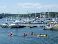 Canoas en el puerto