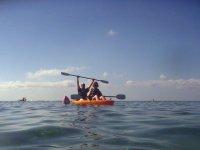 Saludando al otro kayak