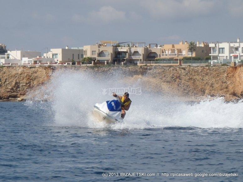 La costa en moto de agua