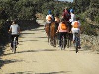 Ruta con bicis y caballos