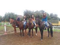 Preparadas para la ruta a caballo