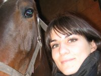Acercando la cara al caballo