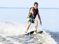 Water skiing with one hand