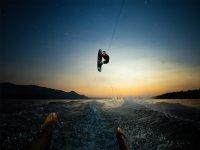 日落时的滑水布拉瓦海岸