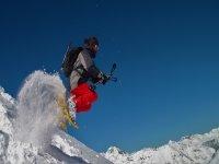 Salto con raquetas de nieve