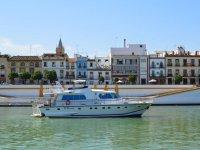 El Miarma navegando por el Guadalquivir