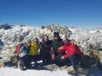 Raquetas de nieve en grupo en Gredos