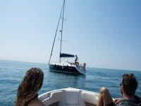 Guardando la barca a vela
