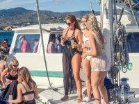 Chicas en el barco en Malaga