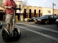 Cruzando la calle en dos ruedas