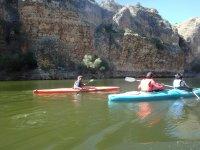 Navegando en canoa con el monitor