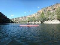 Paseo en una canoa individual