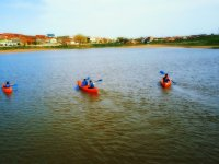 Grupo de canoas en aguas del Duero